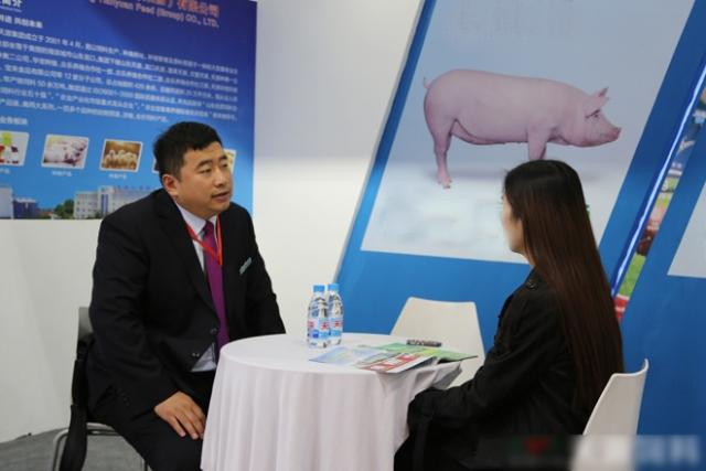 天源集团总经理邹玉良先生接受媒体采访。